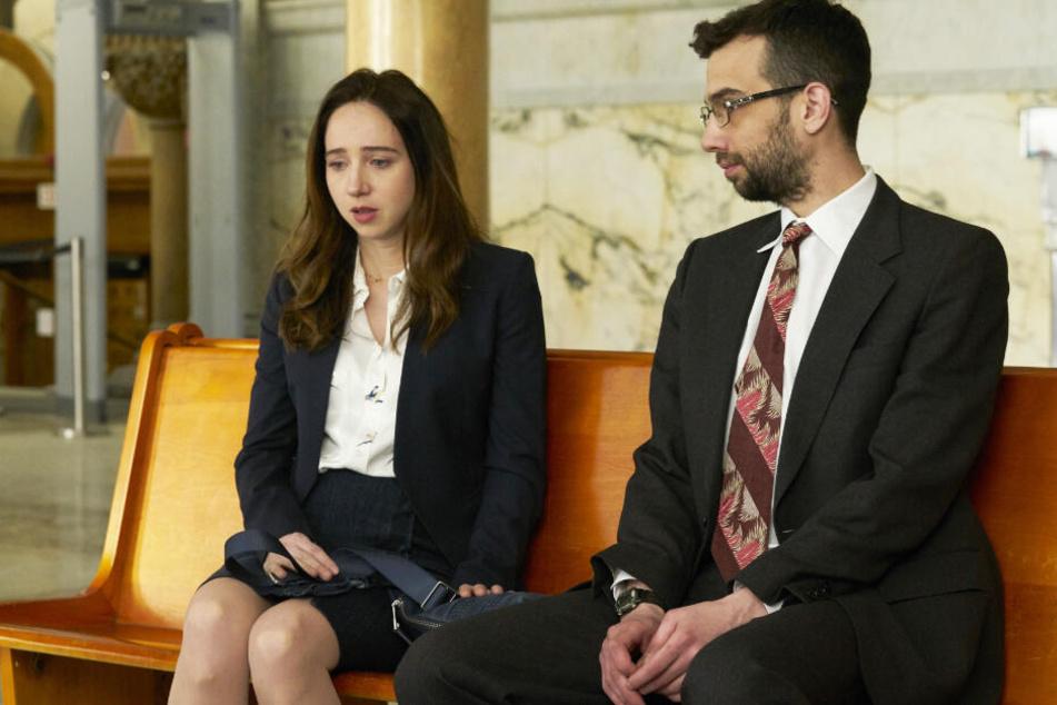 Clara (Zoe Kazan) bekommt Hilfe von John Peter (Jay Baruchel).