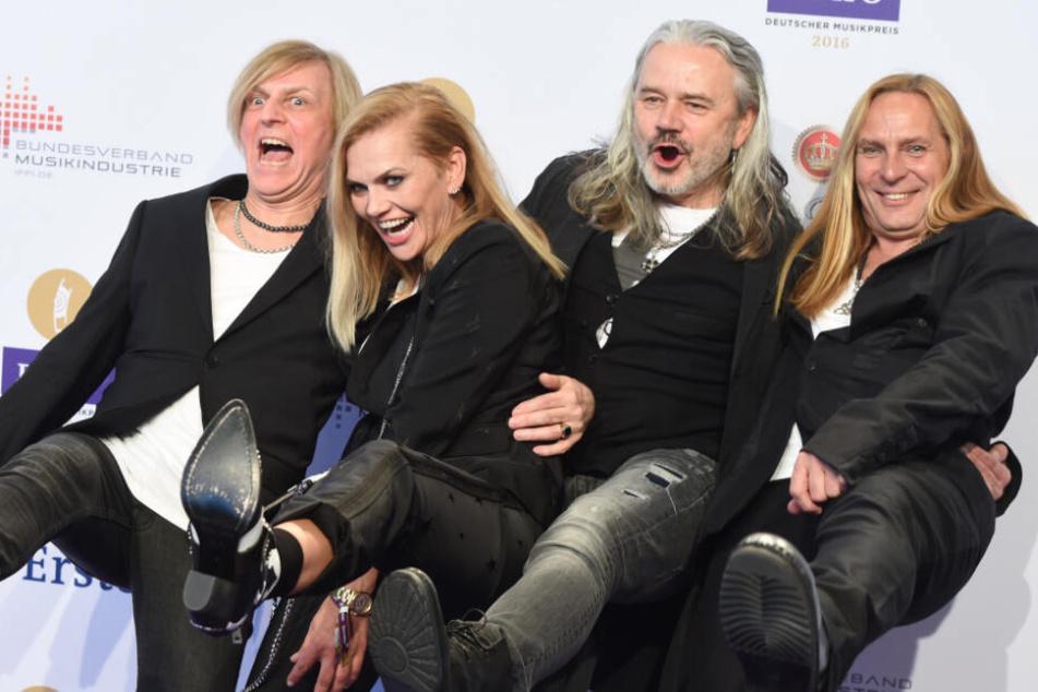 Sängerin und Schauspielerin Anna Loos und ihre Band Silly bei der 25. Verleihung des Deutschen Musikpreises Echo 2016 in Berlin.