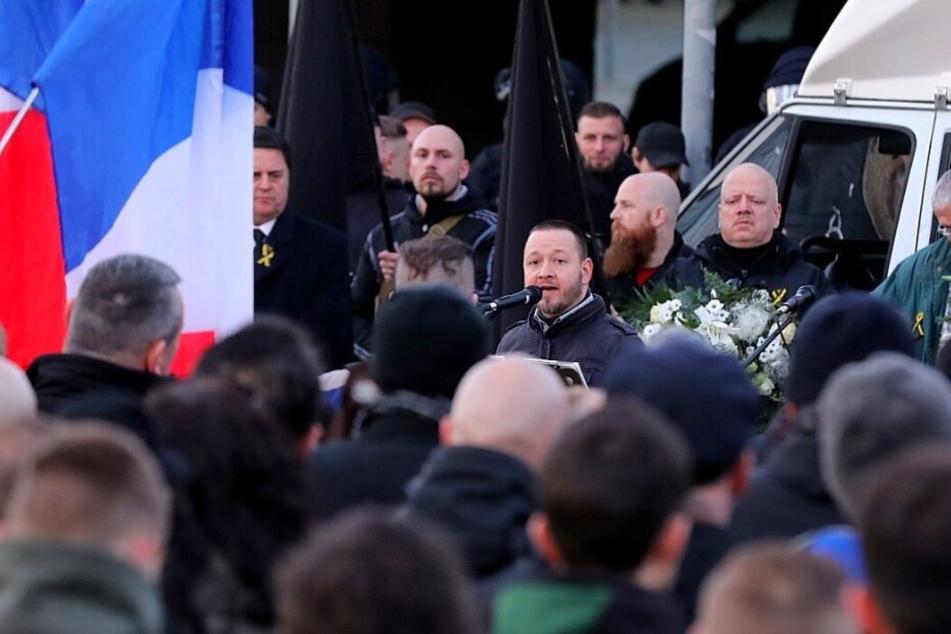 """Der Initiator des """"Trauermarsches"""", Maik Müller, spricht während der Kundgebung."""