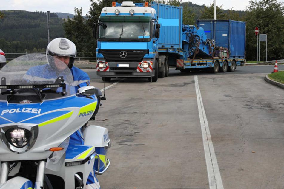 Am Mittwochnachmittag kontrollierten sächsische und tschechische Verkehrspolizisten über drei Stunden Lkws und Reisebusse auf der A72.