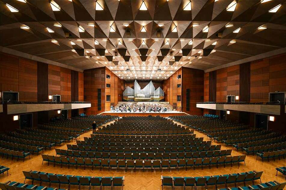 1968 rockte Udo Jürgens die Meistersingerhalle in Nürnberg - im März 2019 lässt hier Martin Schmitt das musikalische Erbe des Schlagerstars aufleben.