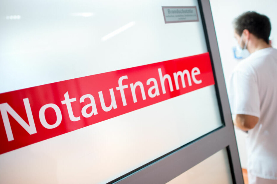 Der Fahrradfahrer wurde mit schweren Verletzungen in ein Krankenhaus in München eingeliefert. (Symbolbild)