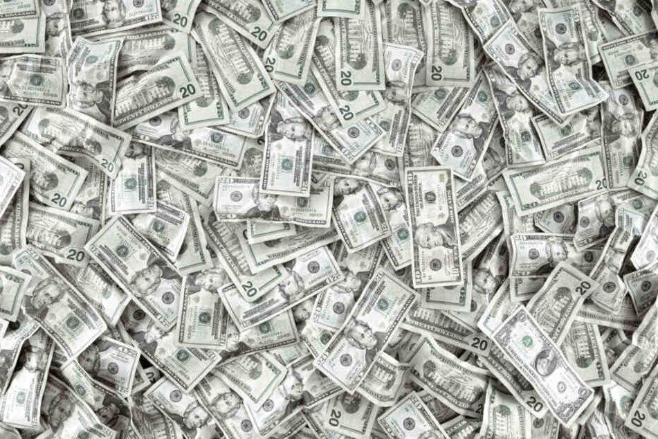 43.000 Dollar (etwa 38.500 Euro) fand der Amerikaner in dem alten Sofa. (Symbolbild)