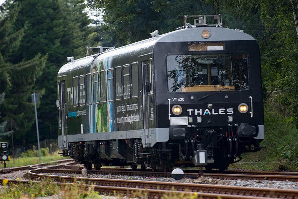 Weltpremiere im Erzgebirge: Dieser Zug fährt führerlos über 5G