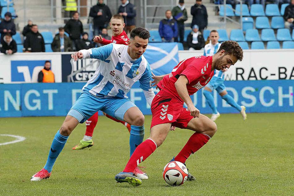 Die Regionalliga ist schön, zumindest was die lange Pause angeht. Erst am 10. Februar steht das nächste Punktspiel an. CFC-Kicker Kostadin Velkov (l.) wird daher bis Anfang Januar heim nach Sofia fliegen.