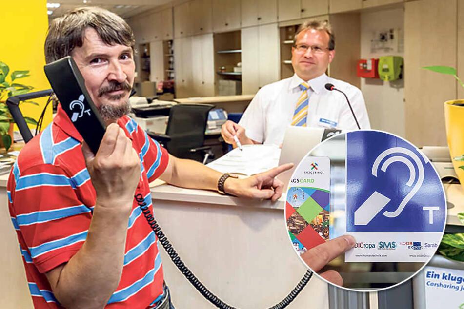 Super Sache: Uwe Möcke(52, F.l.) zeigt mit CVAG-Mann Heiko Weingardt (45, r.) die Hilfs-Anlage für Hörgeschädigte. Dieses Symbol (kl. F.) zeigt Hörgeschädigten, dass sie es hier einfacher haben.