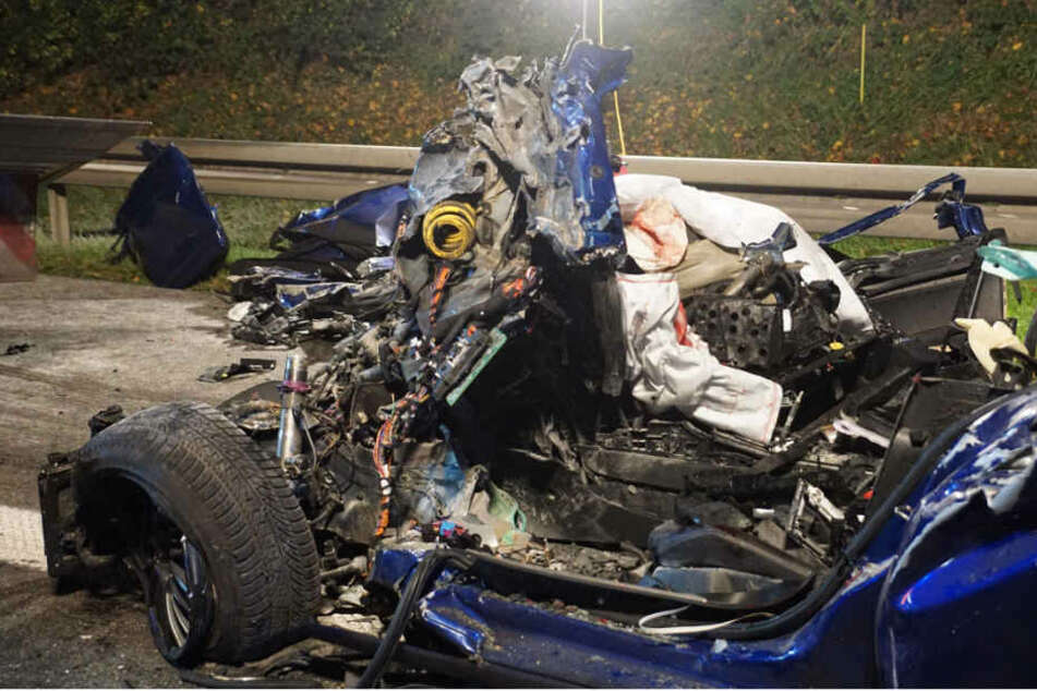 Bei dem tragischen Unglück erlag der junge Mann sofort seinen Verletzungen.