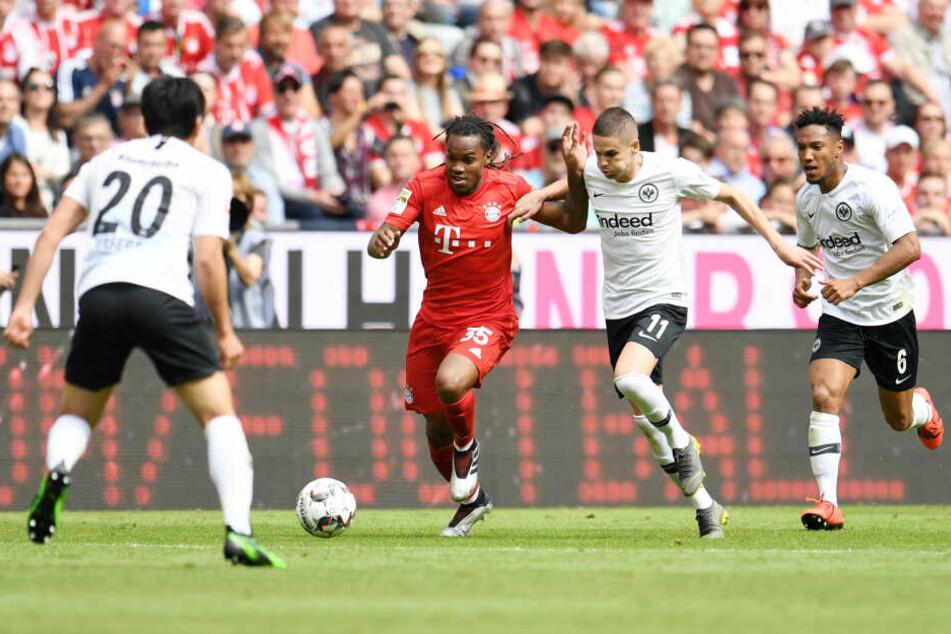 Renato Sanches (Mi.) netzte zum 3:1 für den FC Bayern ein.