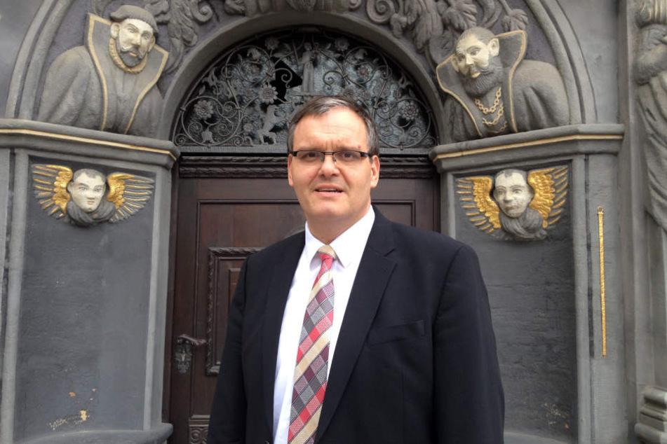 Über zwei Meter Körpergröße misst der ehemalige Offizier der Bundeswehr. Für Gera bleibt Kurt Dannenberg auch weiter Bürgermeister.