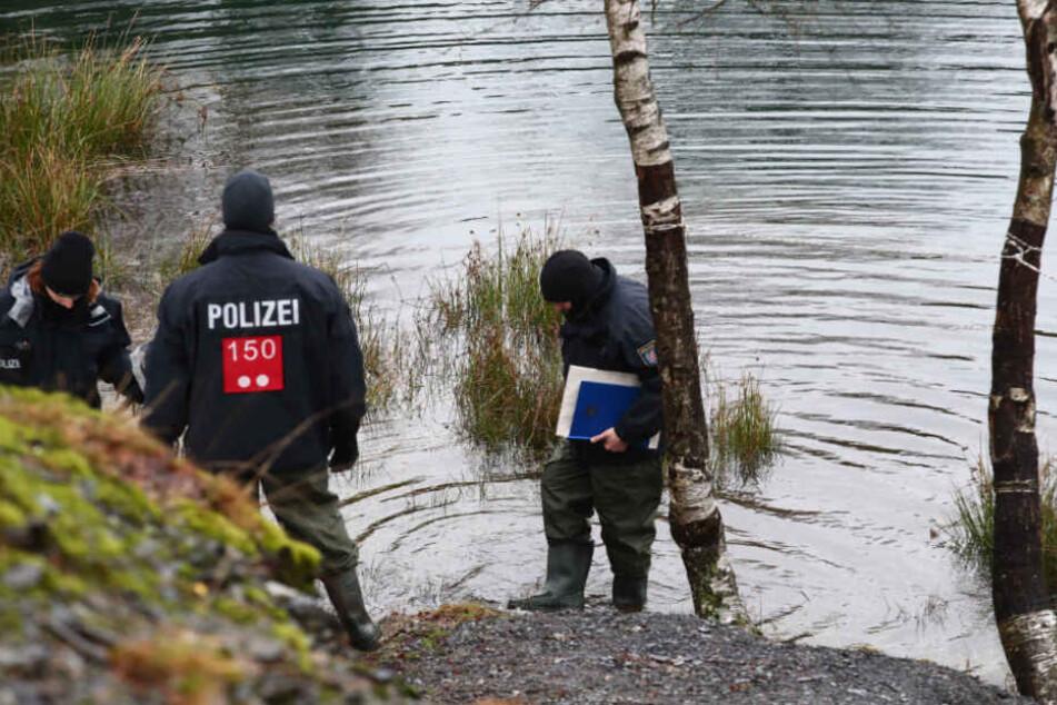 Lebloser Körper treibt in Fluss: Feuerwehr findet Wasserleiche