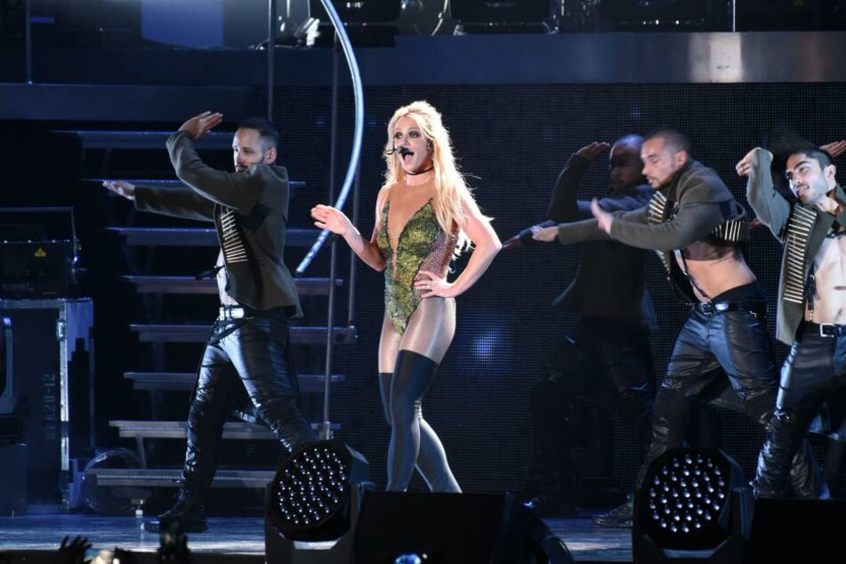Nach ihrem Ausrutscher setzte Britney Spears ihre Playback-Show fort.