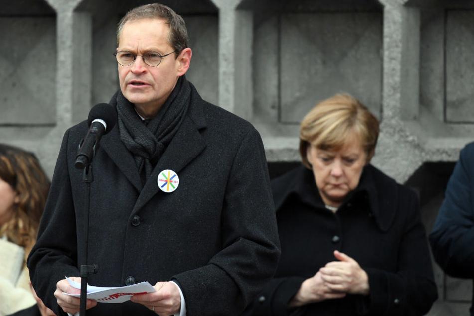 Michael Müller und Angela Merkel bei der Gedenkfeier vor einem Jahr.