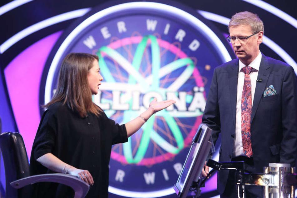 """Laura Brodda (l.) und Günter Jauch gerieten bei der Show """"Wer wird Millionär?"""" aneinander."""