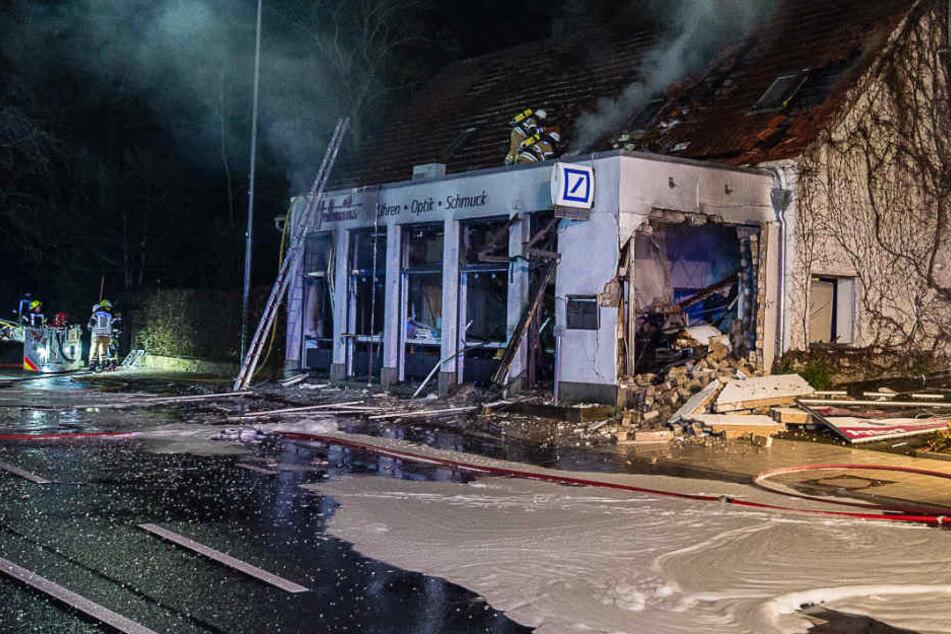 Die Explosion riss ein riesiges Loch in die Hauswand.