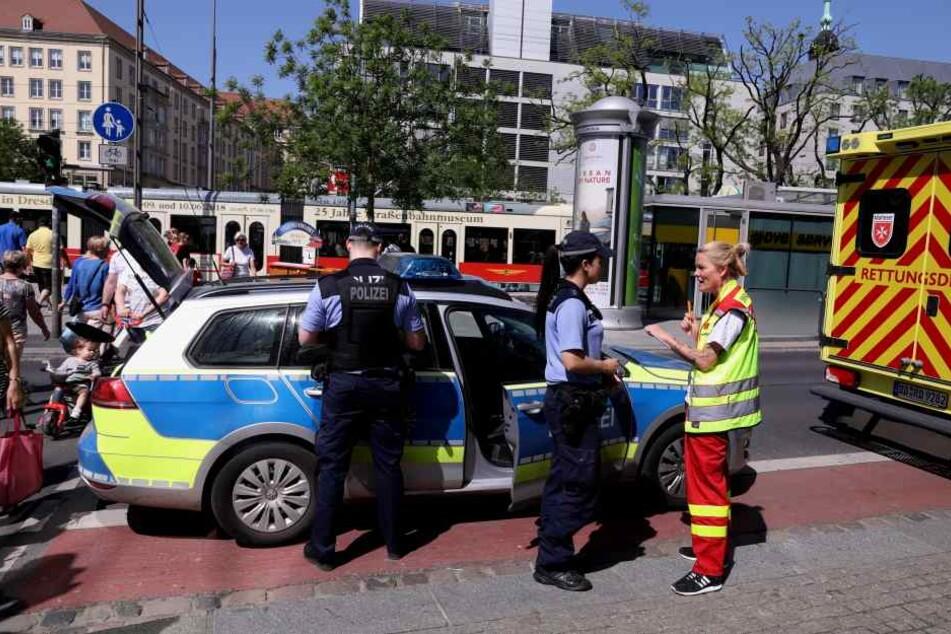 Am Karstadt wollte die Frau die Waisenhausstraße überqueren.