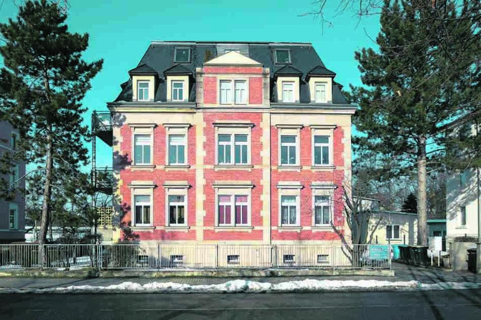 Die Bekämpfung läuft: Ratten-Alarm an der Liebstädter Straße in Gruna.
