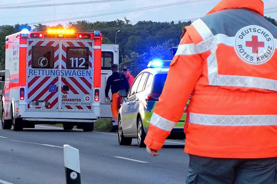 Die Einsatzkräfte des Rettungsdienstes konnten den beiden Autofahrern nicht mehr helfen (Symbolbild).