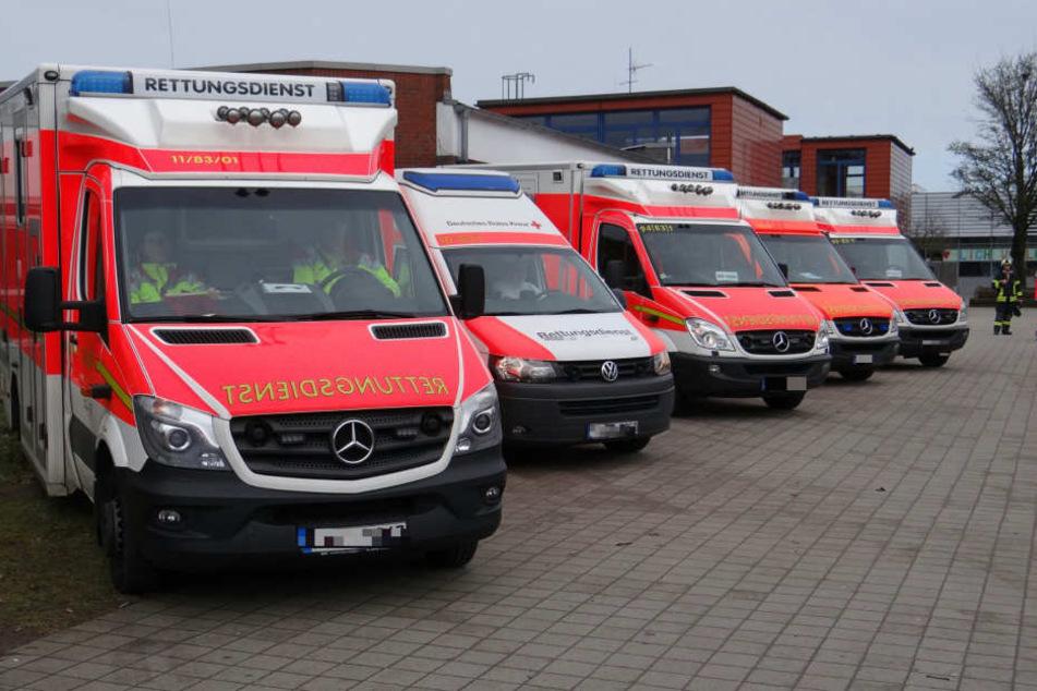 16 Rettungswagen und ein Rettungshubschrauber halfen den Verletzten.