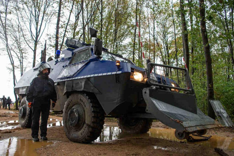 Menschen zu Kundgebung im Hambacher Forst erwartet