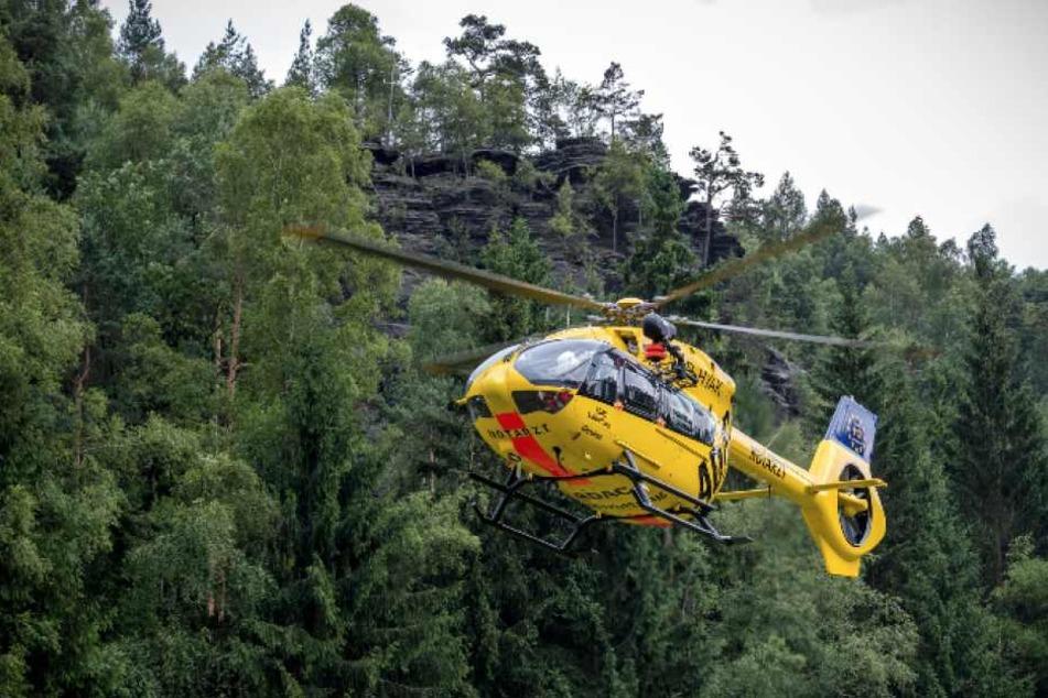Der Rettungshubschrauber Christoph 62 wurde angefordert und flog den Verletzten in die Dresdner Uniklinik.