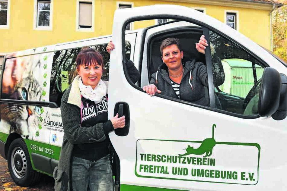 Regina Barthel-Marr (58, l.) und Anja Witzmann (35) vom Freitaler Tierheim freuen sich über den gespendeten Opel.