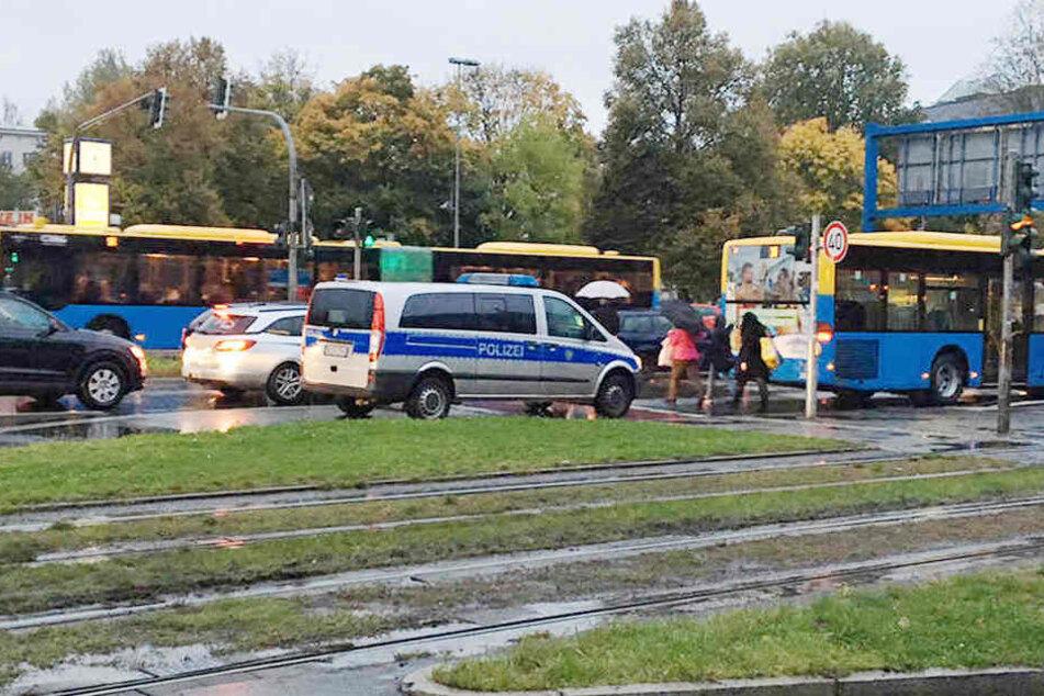 Jugendliche von Straßenbahn erfasst: Unfall legt Nahverkehr lahm