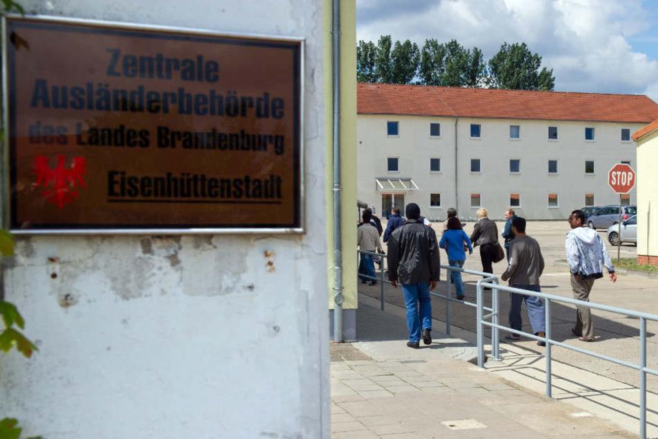 Eingang zur Zentralen Ausländerbehörde des Landes Brandenburg in Eisenhüttenstadt.