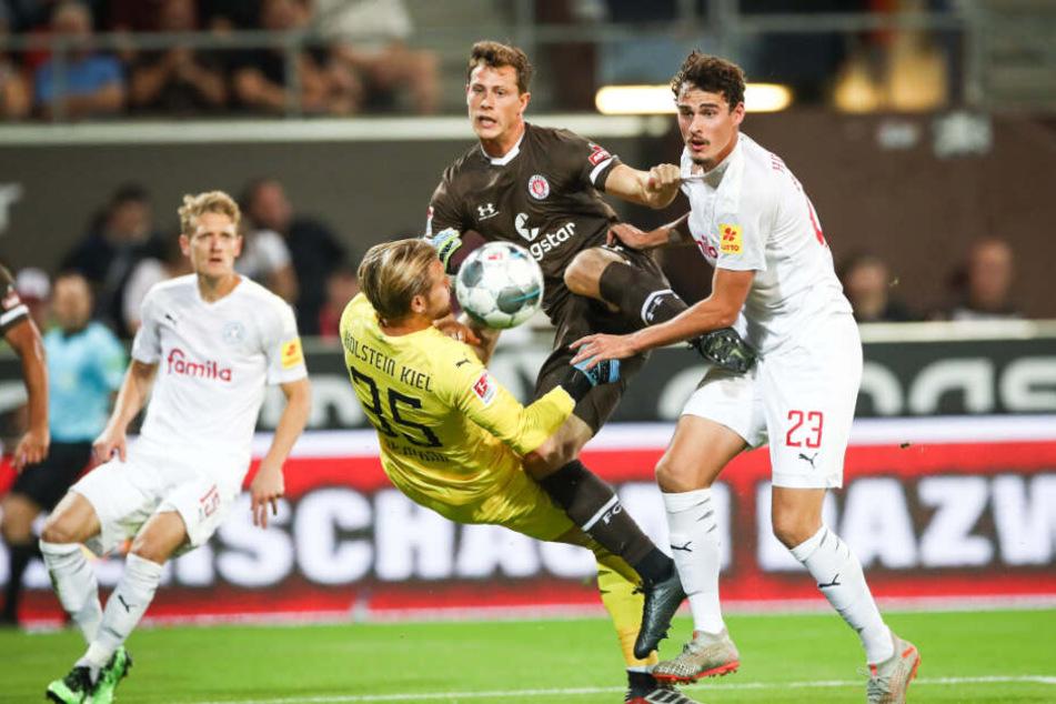 Gegen Holstein Kiel erzielte St. Paulis James Lawrence (2.v.r.) sein einziges Saisontor.
