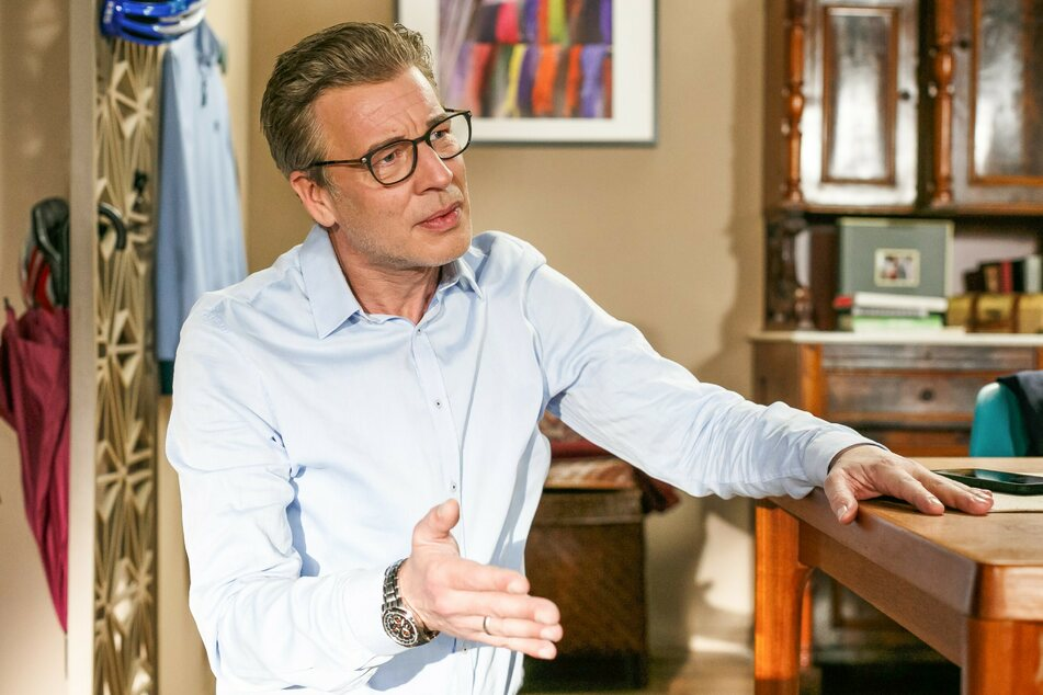 Christoph (gespielt von Lars Korten, 49) ist genervt von der Rückkehr seiner Ehefrau.