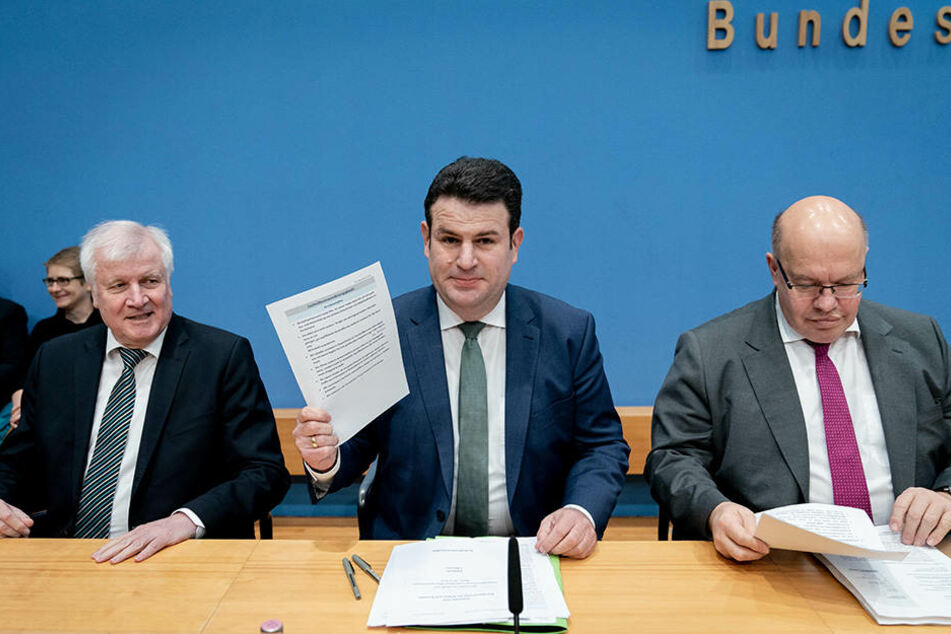 Innenminister Horst Seehofer (CDU), Arbeitsminister Hubertus Heil (SPD) und Wirtschaftsminister Peter Altmaier (CDU) stellen das neue Fachkräfteeinwanderungsgesetz vor.