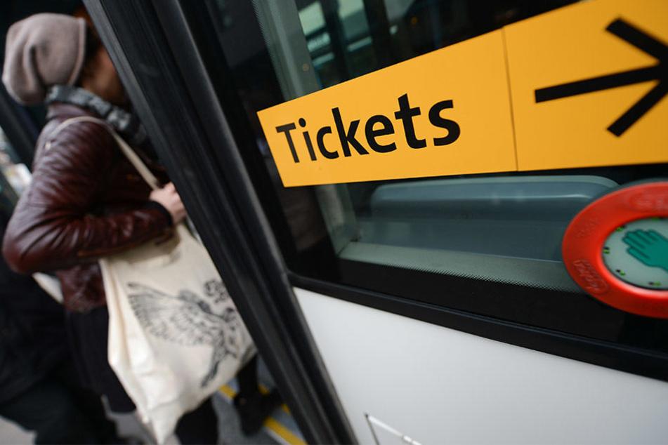 Ohne gültiges Ticket in den Bus oder die Bahn: Das soll in Sachsen-Anhalt bald kein Strafdelikt mehr sein.