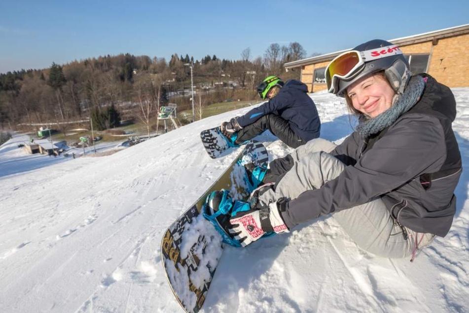 Die Snowboarder Sara (23) und Patrick (31) weihten am Dienstag die Piste ein.