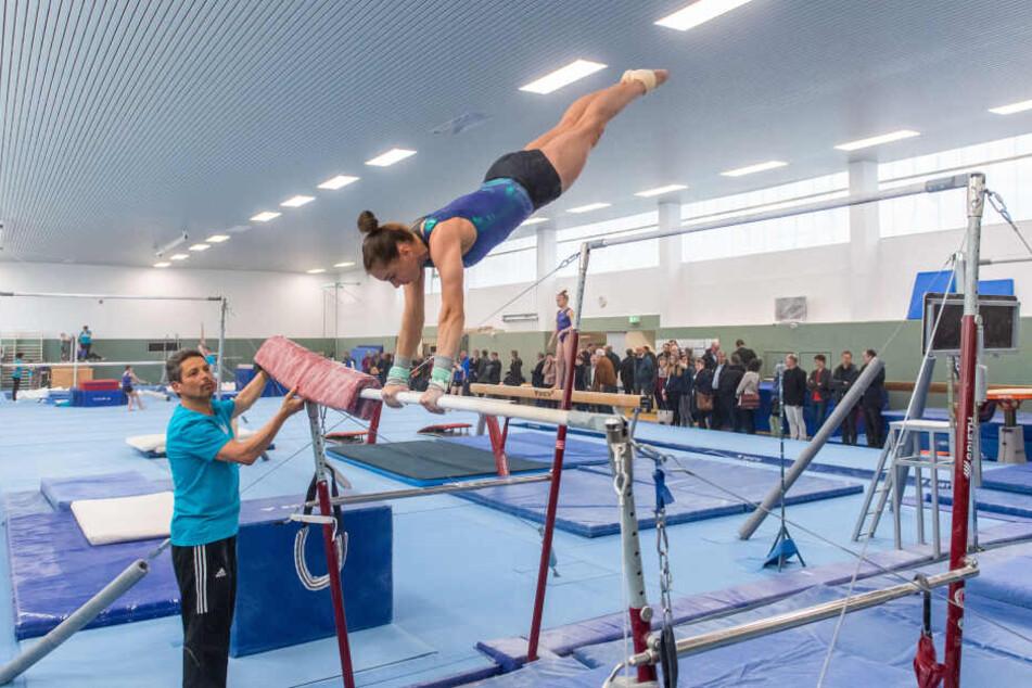 Olympia-Dritte Sophie Scheder beim Training in der frisch sanierten Halle.
