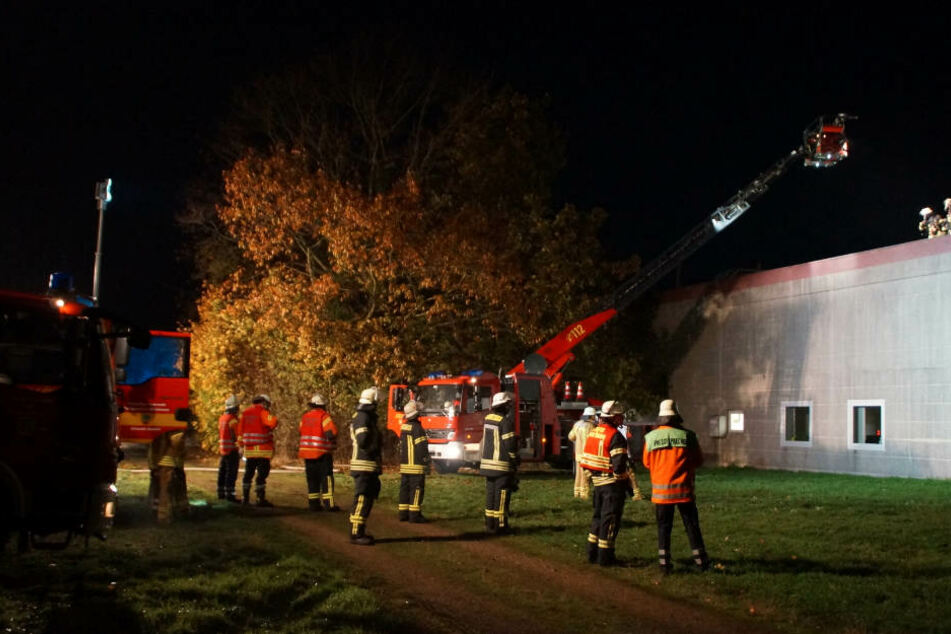 Mit rund 150 Einsatzkräften rückte die Feuerwehr an.