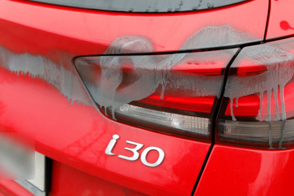 Chemnitz: Schon wieder! Weitere 50 Autos in Chemnitz mit Farbe besprüht