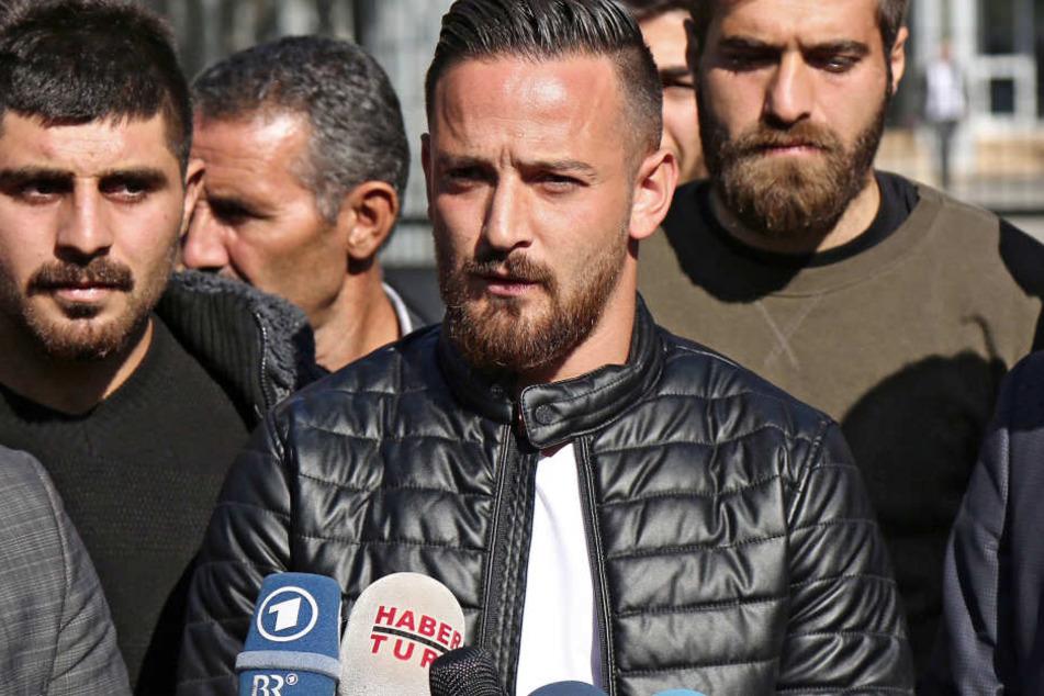 Auf Fußball-Profi Deniz Naki (Mitte) wurde geschossen.