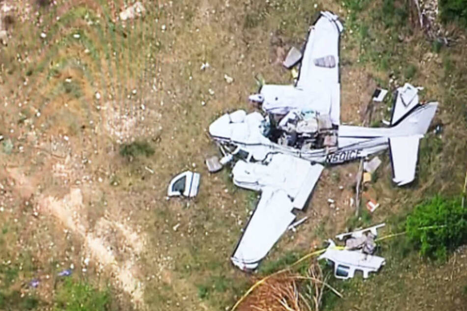 Flugzeug stürzt bei Landeanflug ab: Sechs Tote!