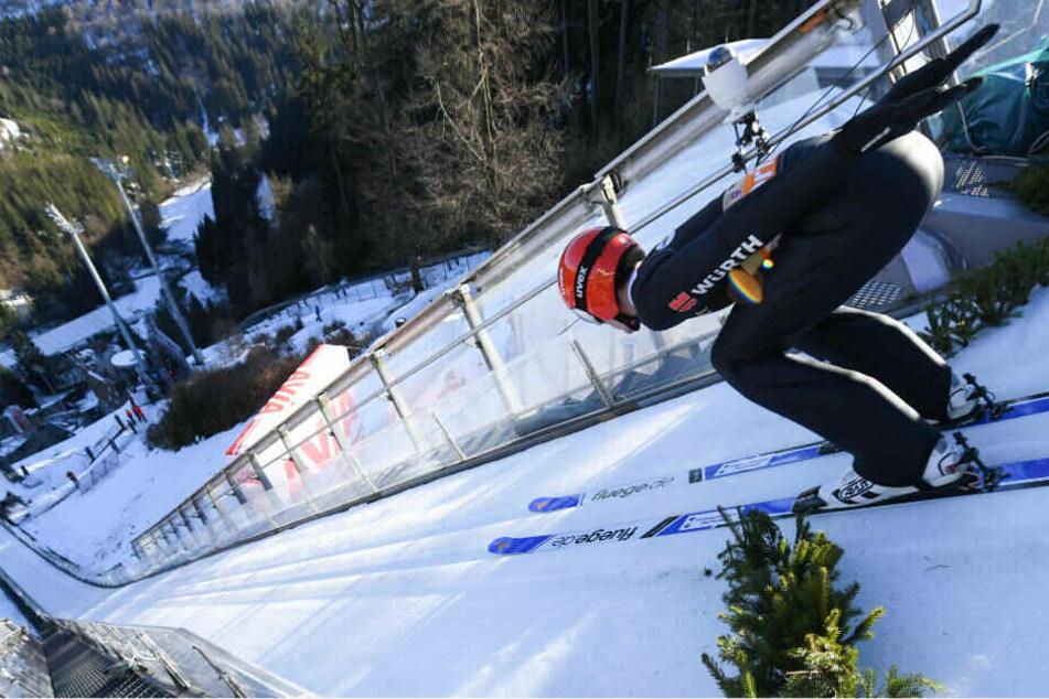 Stephan Leyhe im vergangenen Jahr beim Training in der Anlaufspur der Mühlenkopfschanze in Willingen.