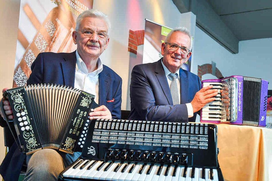 Im Duett: Rainer J. Burken (67, l.) und Insolvenzverwalter Helgi Heumann (71)  retteten die Akkordeon-Manufaktur Klingenthal vor dem Aus.
