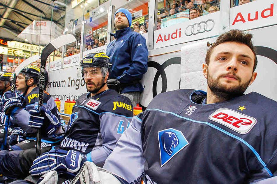 Eisenhut (rechts) saß in Ingolstadt meist auf der Bank.
