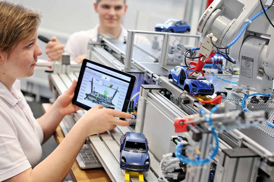 120 Auszubildende werden in Zukunft in dem neuen Zentrum von Porsche in Leipzig  trainiert.