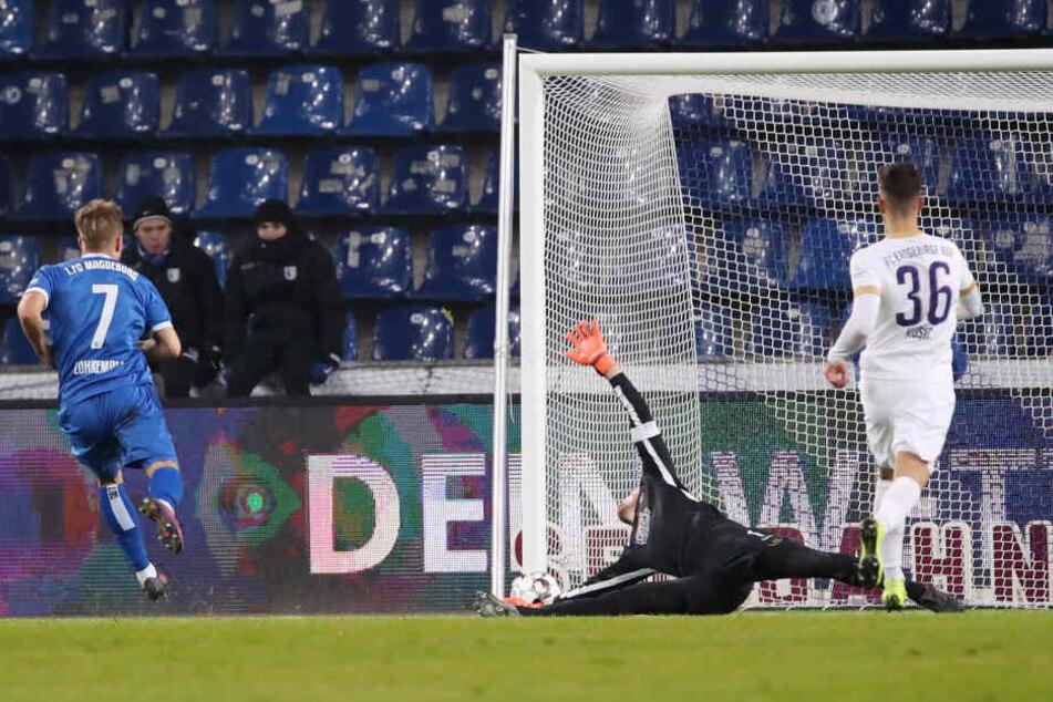 Die Entscheidung im Ostklassiker: Felix Lohkemper (l.) traf kurz vor der Pause frei vor Martin Männel.