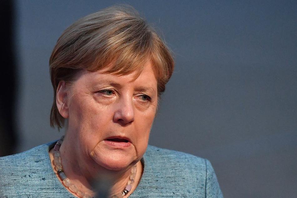 Kanzlerin Angela Merkel einigte sich mit CSU-Chef Seehofer und SPD-Chefin Nahles auf einen Wechsel Maaßens ins Bundesinnenministerium - und damit auf eine Beförderung.