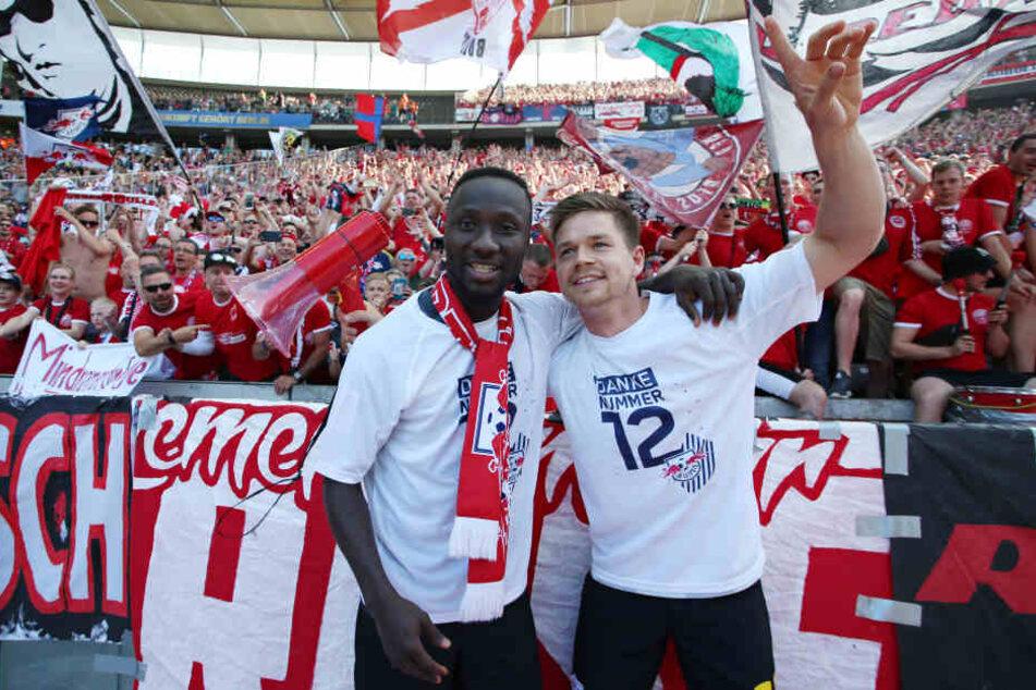 Naby Keita (l.) und Dominik Kaiser verabschiedeten sich am Samstag mit einem eindrucksvollen 6:2-Sieg in Berlin von den 7500 mitgereisten Fans.