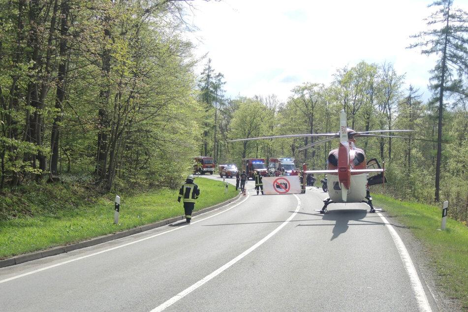 Nach einem schweren Verkehrsunfall mit zwei tödlich verletzten Motorradfahrern musste die B81 für mehrere Stunden gesperrt werden.