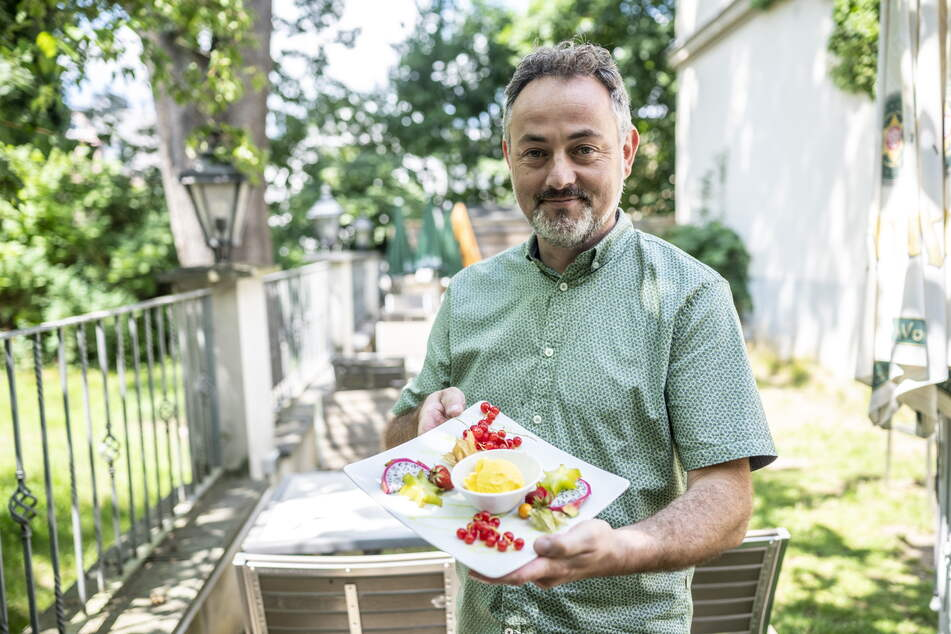Parkhotel-Chef Udo Gnüchtel (51) serviert neuerdings Eis aus Kamelmilch.