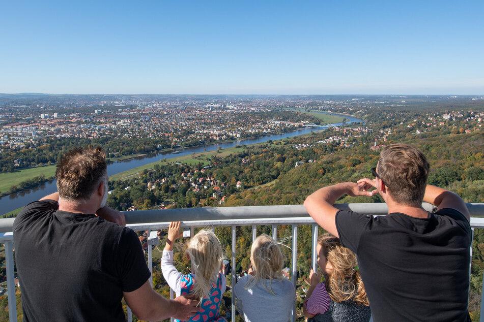 2019 durften einige wenige Dresdner zum Turm-Geburtstag auf den Fernsehturm, in vier Jahren könnte Wiedereröffnung sein.