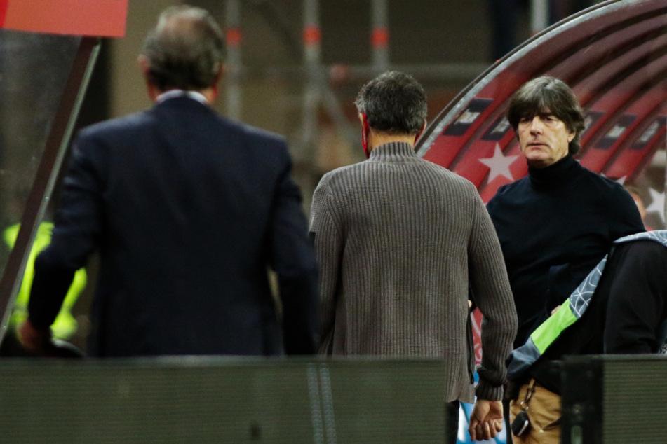 Auf Bundestrainer Joachim Löw (60; r.) kommen schwere Zeiten zu.
