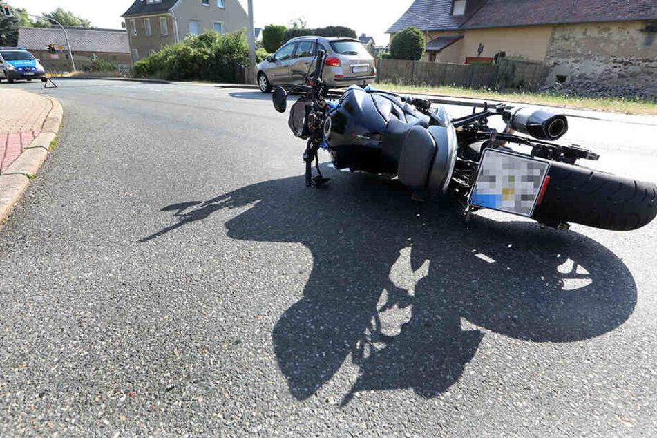 Ein Motorradfahrer wurde bei einem Unfall in Callenberg schwer verletzt.