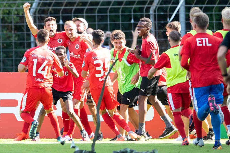 Im siebten Anlauf: Viktoria Köln steigt in die dritte Liga auf!